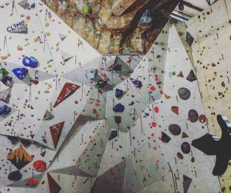 Guiris go Rock Climbing